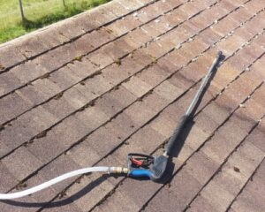 DIY – How To Clean Your Shingle Roof And Remove Moss & Algae